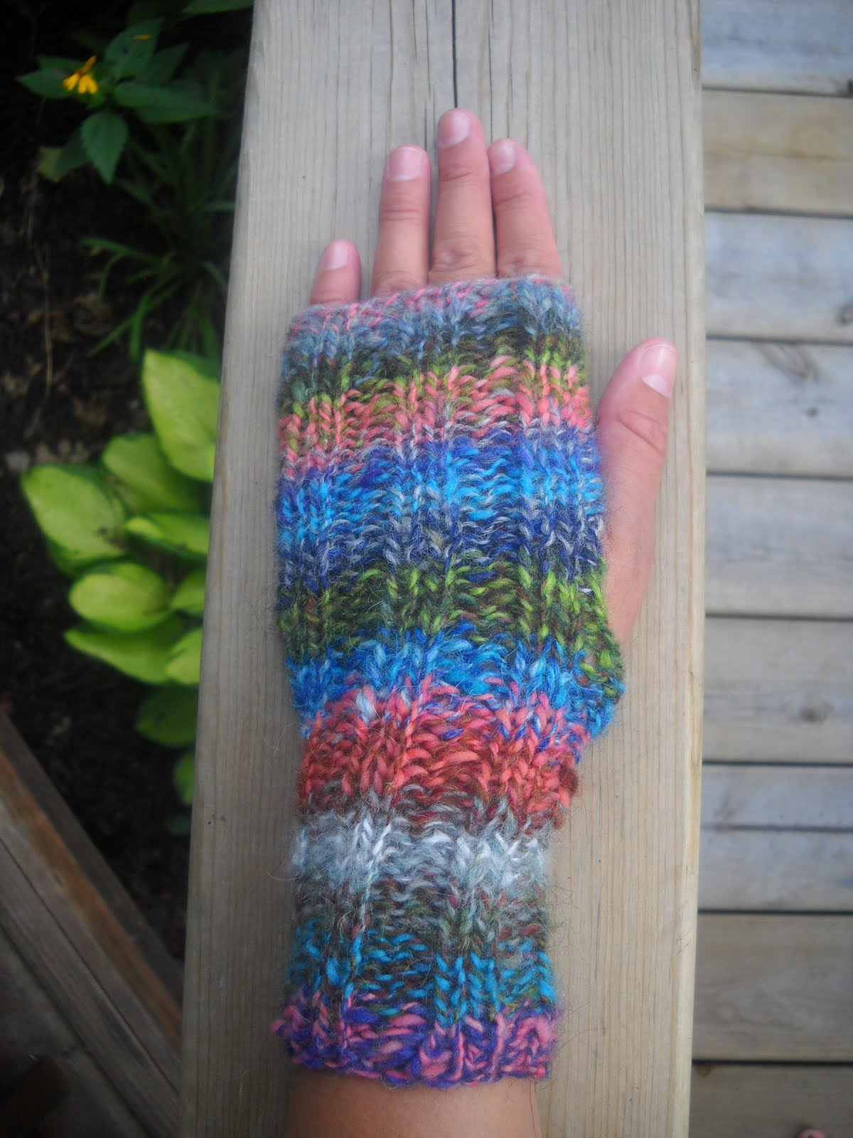 Holly Marie Knits: Free Fiesta Fingerless Mitt Pattern