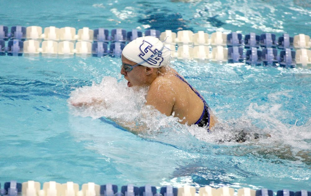 Buffalo Swimming And Diving Marecki Named Ub Female Athlete Of The Week