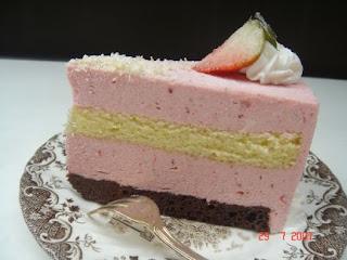 White Chocolate Strawberry Mousse Cake