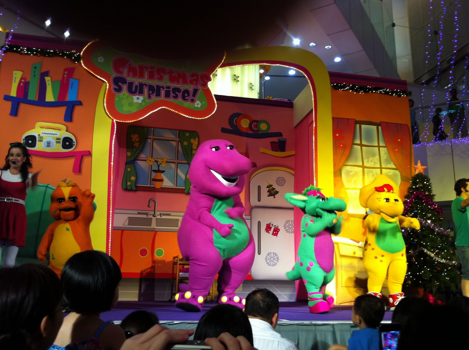 Juz Us: Barney Christmas Surprise !