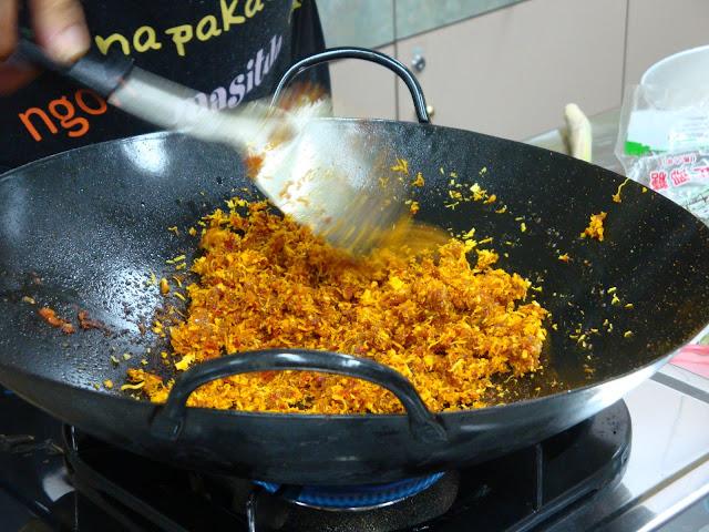 Making Nonya Rempah Udang