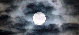 Foto 0 en  - La luna es la misma, nuestros besos no