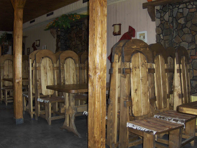 Carpathy, West Ukraine: Wooden interior of restaurant