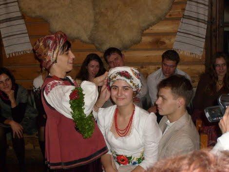 Весілля Оксани Гринько: повязування хустки молодій
