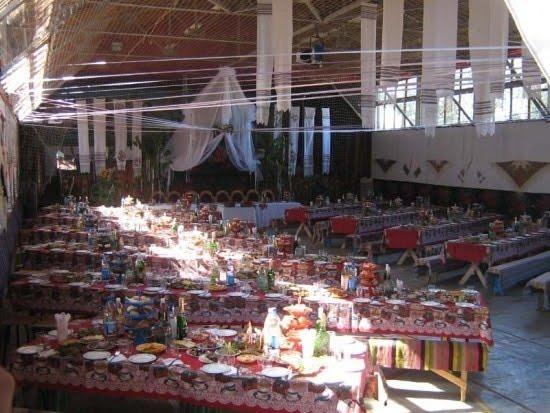 Накриті столи на весіллі Віктора Бронюка