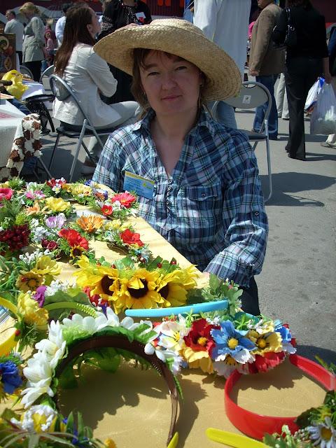 Наталія Ляшок з України створила ці обручі віночки