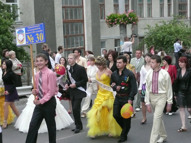 High School Graduation Ternopil Ukraine 2009 Parade Of Graduates School 30