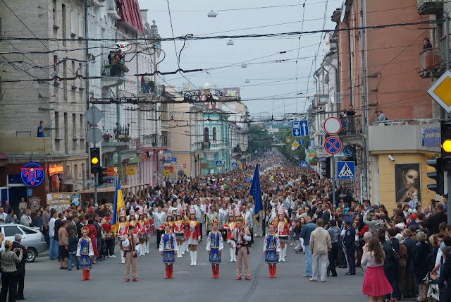 High School Graduation Ternopil Ukraine 2009 Parade