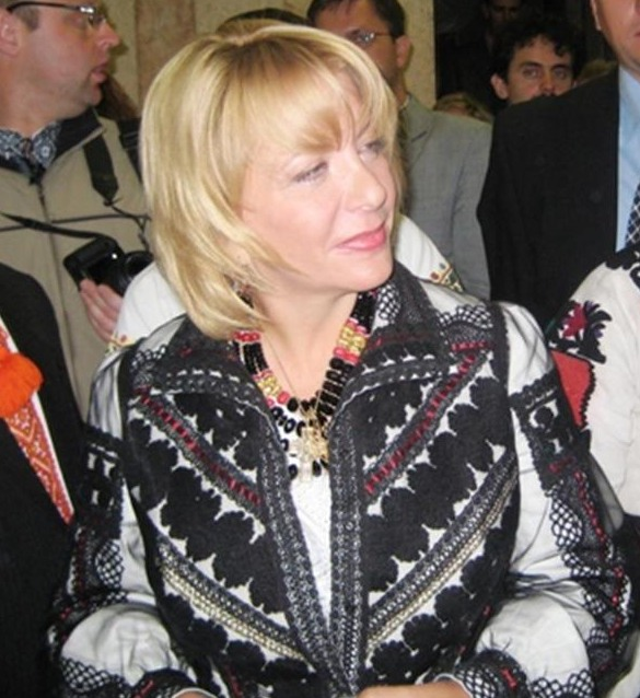 First Lady Of Ukraine Kateryna Yushchenko In Ukrainian Embroidery Inspired Outfit
