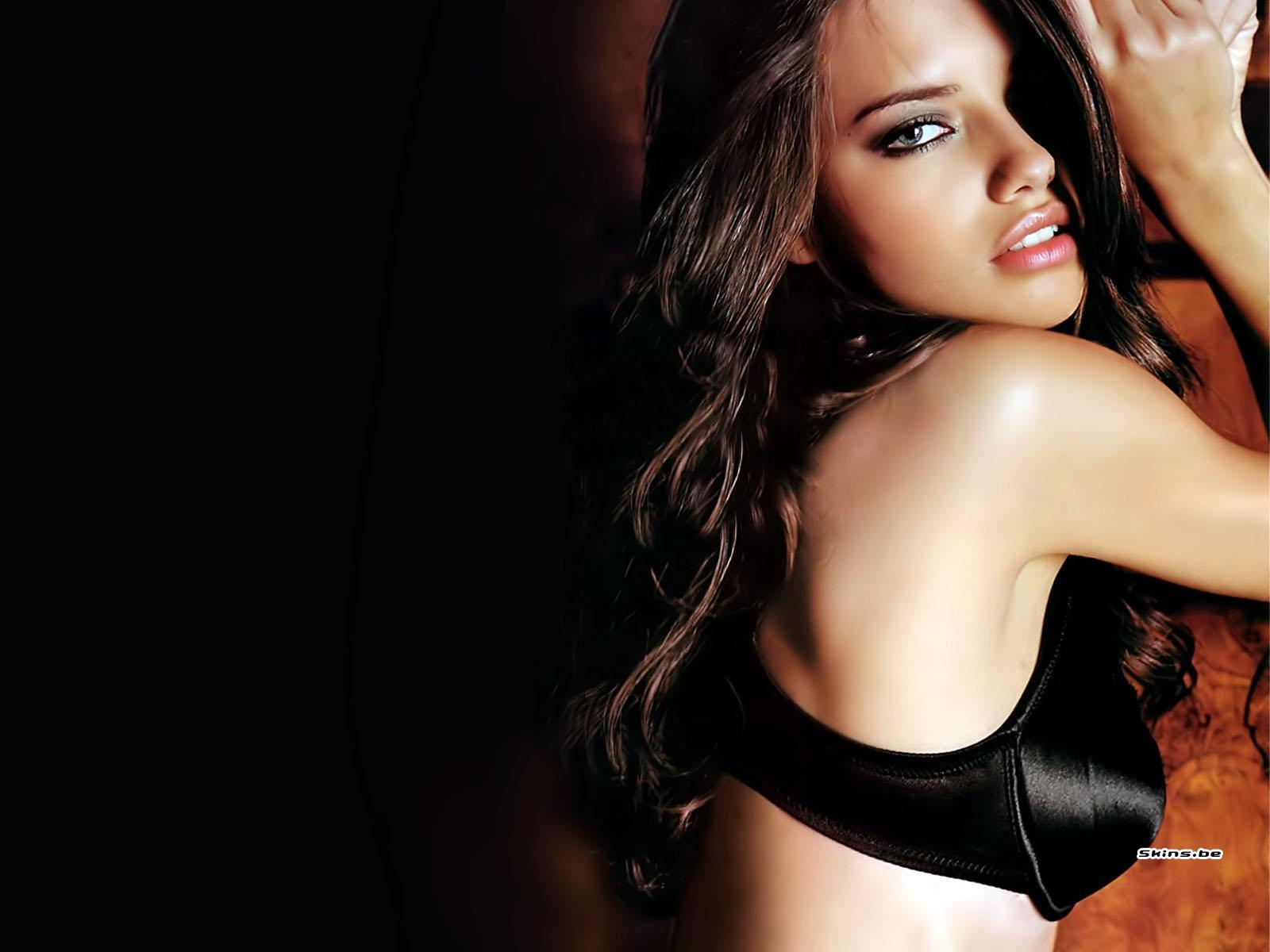 http://1.bp.blogspot.com/_v5h2qxDB1io/TSbN-myX2cI/AAAAAAAAA7k/vQHrENCkffw/s1600/Adriana+Lima_9.jpg
