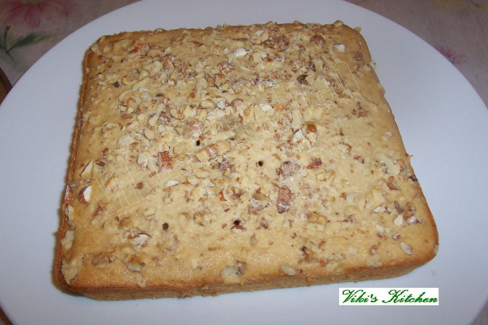 Viki 's Kitchen: Banana Walnut cake