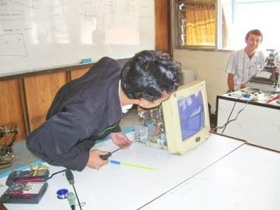 Computer monitor repair by attendant