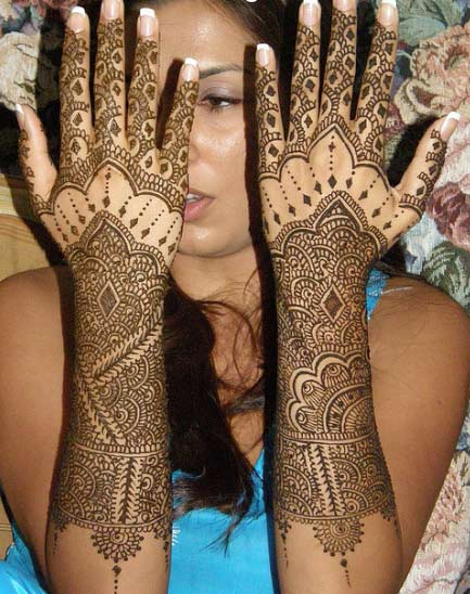 Mehndi designs for back of hand.