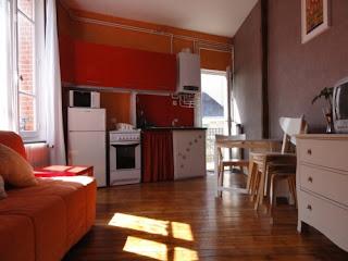 location appartements studio et t2 meubl s au centre de vichy. Black Bedroom Furniture Sets. Home Design Ideas