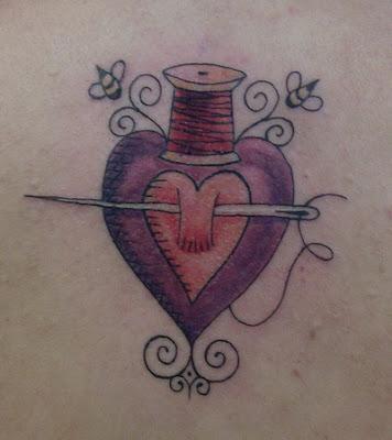 carretel de linha agulha e coração