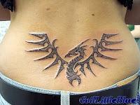 esqueleto de dragão tatuado nas costas