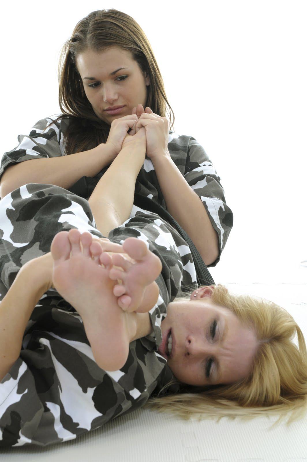 http://1.bp.blogspot.com/_vB_rBiiPsVo/TTabs4vFQvI/AAAAAAAALVI/9rt9Nh20Yvo/s1600/img-womenbjj.jpg
