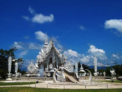 http://1.bp.blogspot.com/_vC-c3ot03GA/SOicdqNAGcI/AAAAAAAACqI/7DINs1BiV2k/s400/temple2.jpg