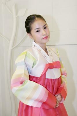 hanbok + stars in hanbok (its my bonus^^) Chuseok_minhyorin_hanbok