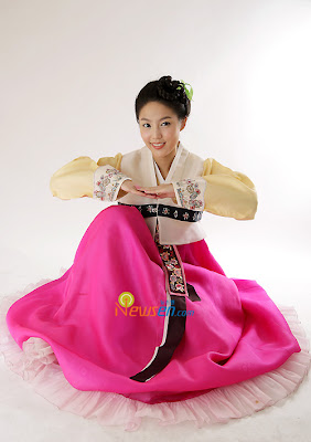 http://1.bp.blogspot.com/_vC7rHR9oCKU/SMtb6cT-fEI/AAAAAAAAFlo/gNL3zxL2xGw/s400/chuseok_kimsangmi_hanbok_bananagirl.jpg