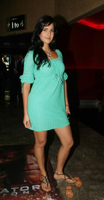 katrina kaif in a short dress ing her legs photo gallery