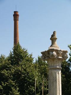 Colonna greca e antica fornace