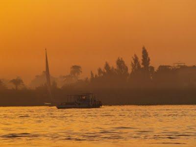 Nilo: tramonto sull'antica Tebe