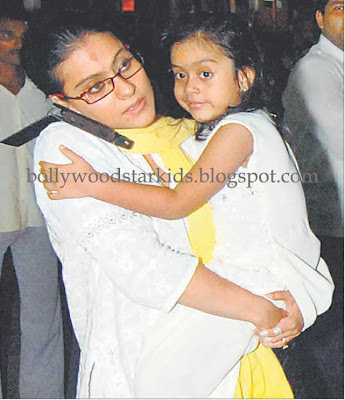Kajol With Daughter Nysa at Siddivinayaka Temple in Mumbai