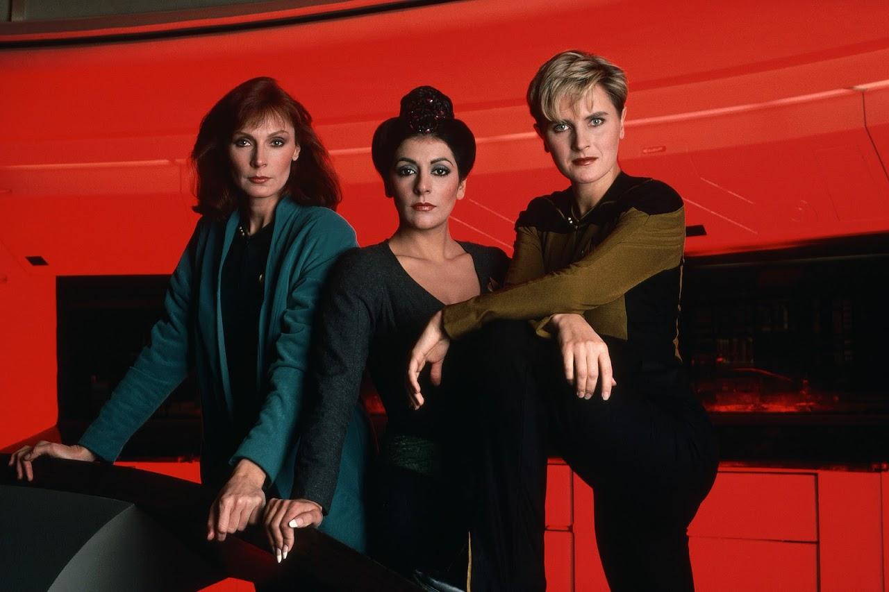 http://1.bp.blogspot.com/_vKkO-Vg3VbQ/TOPpwzEQTjI/AAAAAAAABHU/-NQmOS_wbR8/s1600/Star-Trek-The-Next-Generation-star-trek-the-next-generation-9406172-2550-1699.jpg