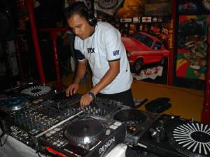DJ HUNDER