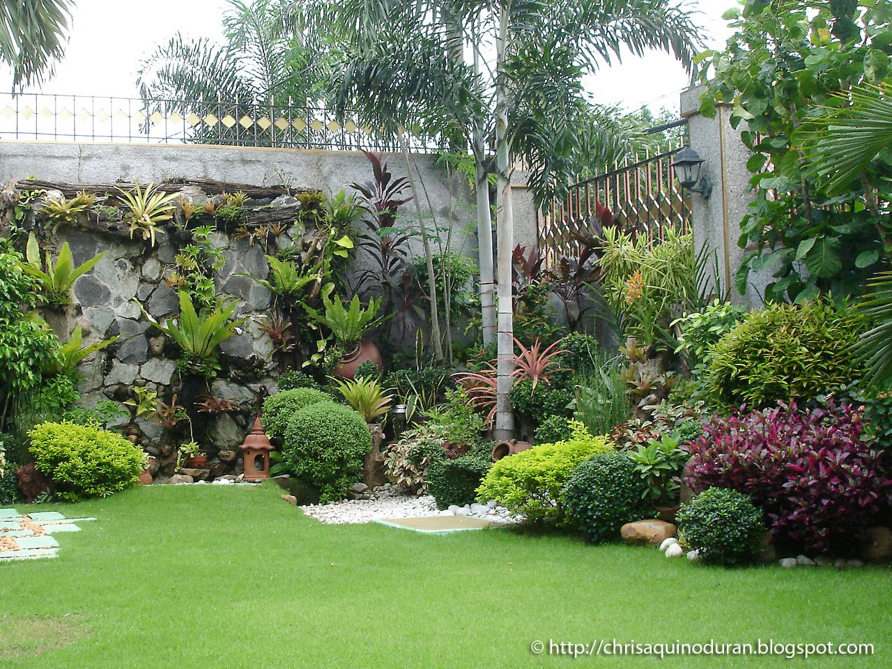 Shade landscaping ideas zone 5 liboks for Images of back garden designs
