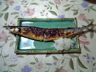 sanma no shioyaki (grilled saury with salt)
