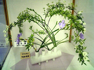 ikebana in a station