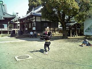street performer in Shibamata Taishakuten
