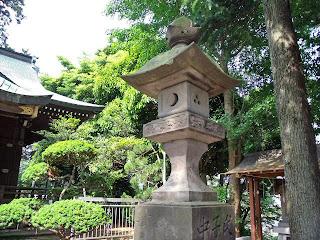 stone lantern in yamano sengen jinja