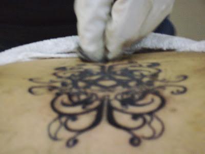 foto tatuaje paisaje nocturno. Presento otra foto de mi tattoo desde una perspectiva diferente,