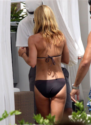 Kelly Ripa S Ass Needs A Hug