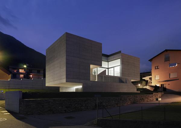 Concrete suburban residential house alps switzerland for K architecture geneve