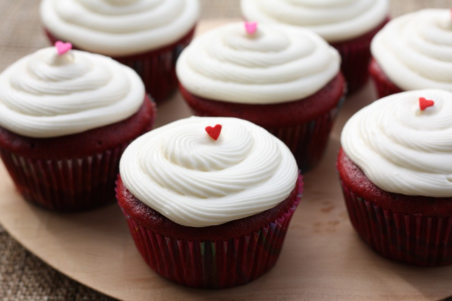 red velvet cupcakes my favorite red velvet cupcakes bright red velvet ...