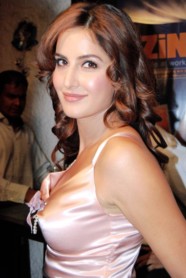 Latest Katrina Kaif Hot, Katrina Kaif Wallpapers, Katrina Kaif Photos & Pics
