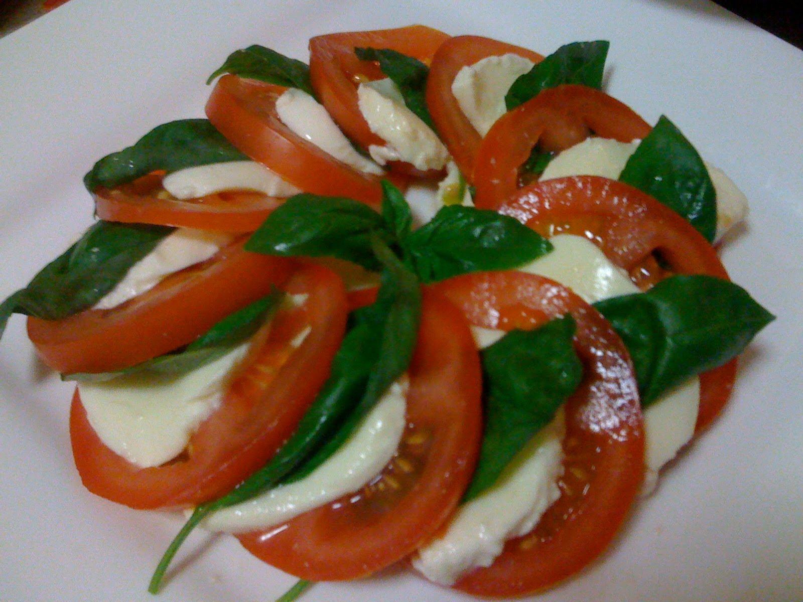 Yummy Mungbean: Tomato, Bocconcini and Basil Salad