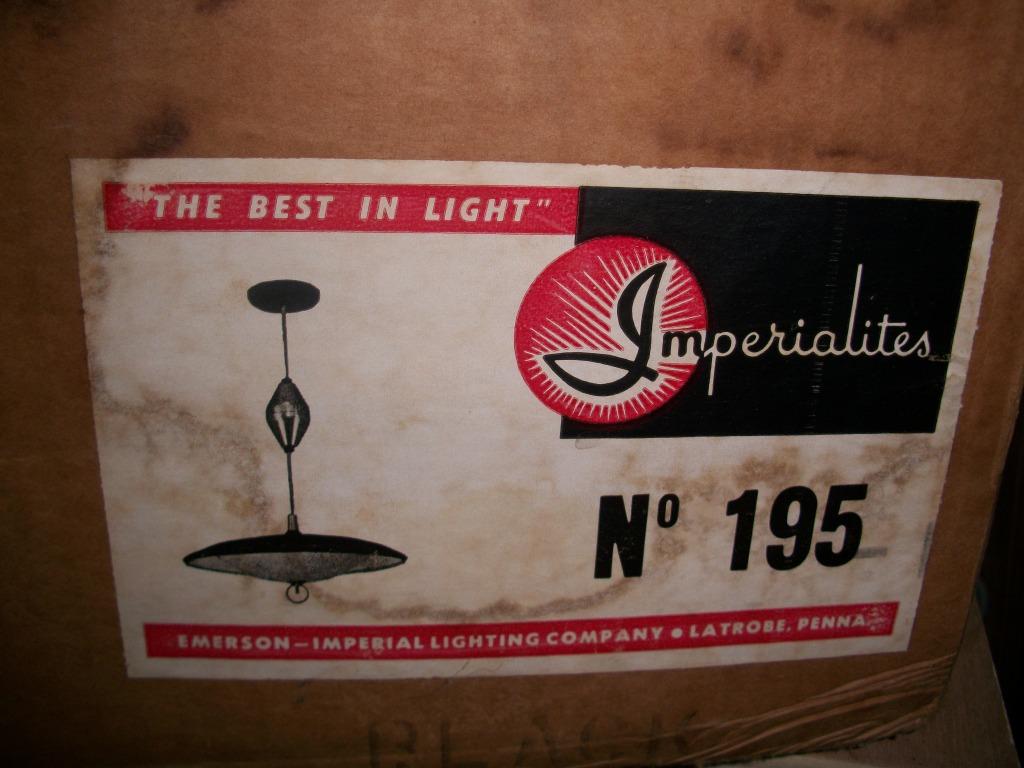 http://1.bp.blogspot.com/_vYQUdQMJv4U/TFIufzN1vUI/AAAAAAAABOw/81I5BMfk0TU/s1600/vintage-flying-saucer-lamp.jpg