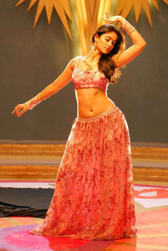 , Some Hot Stills of Ileana Navel