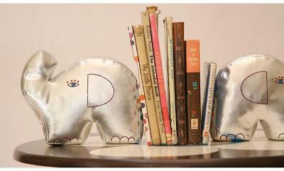 Elefántos könyvtámaszok...
