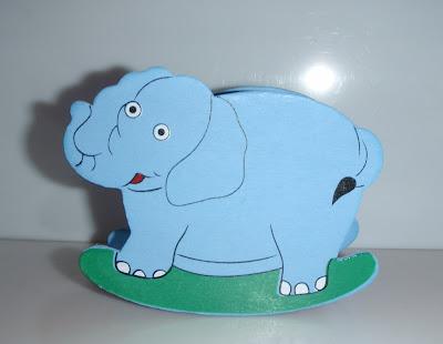 Elefántos tolltartó