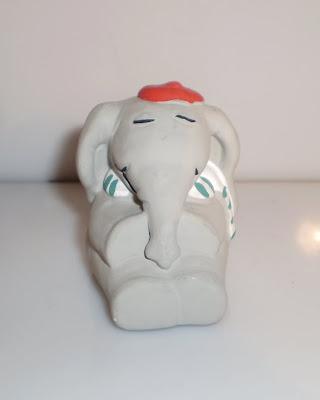 Elefánt csíkos sálban