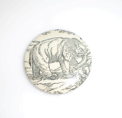 Elefántos kitűző