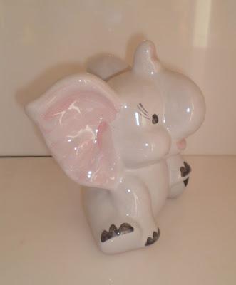 Porcelán nagyfülü elefánt