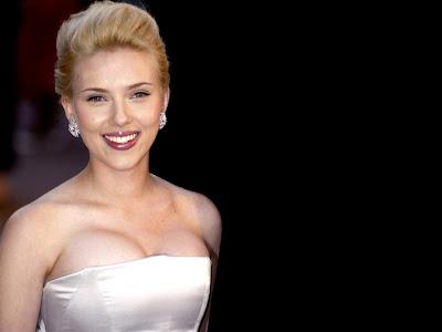 American Popular Actress and Singer, Scarlett Johansson's Hot Fashion Photos