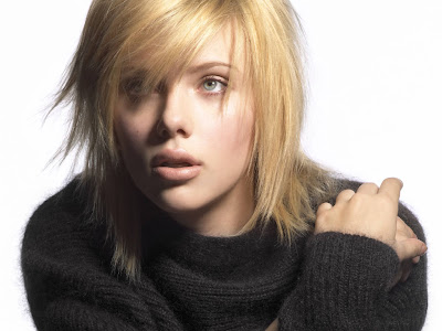 American Popular Actress and Singer, Scarlett Johansson's Hot Fashion Photos